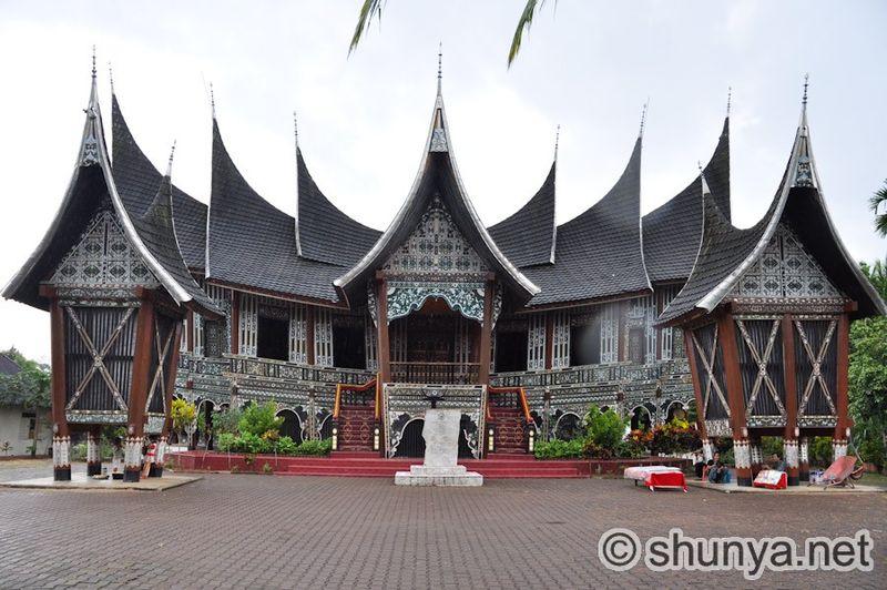 QueenHouse5