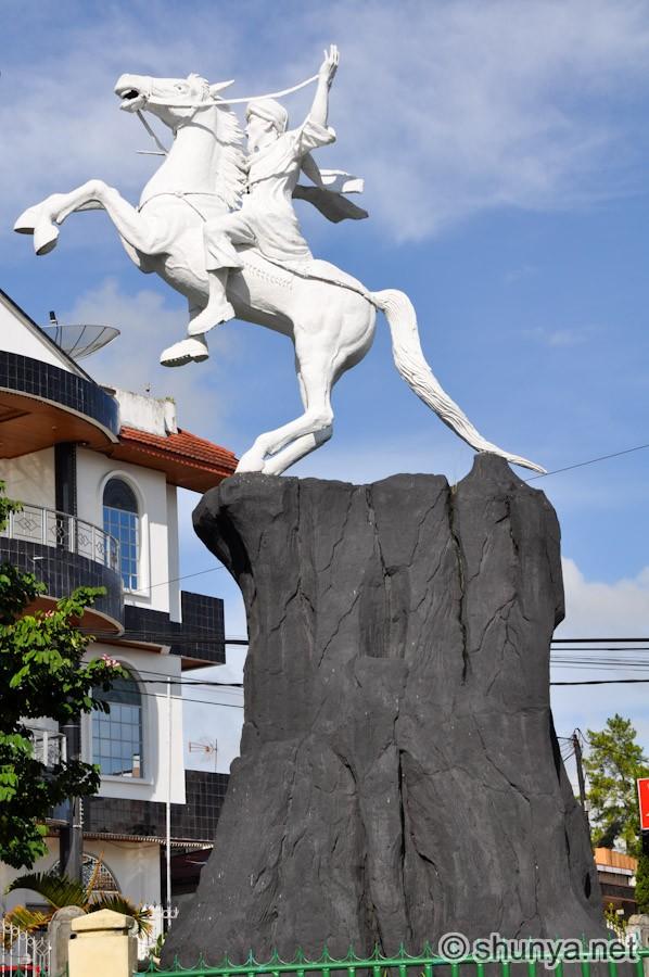 StatueBonjol